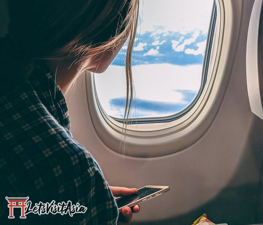 A woman using apps to help her overcome flying anxiety